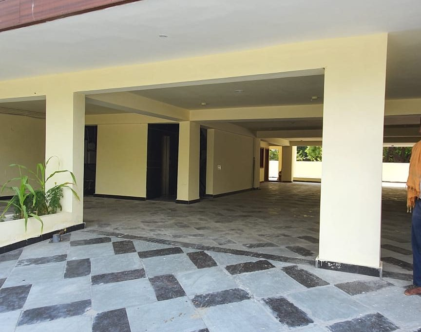 Builder Floor in Palam Vihar parking area