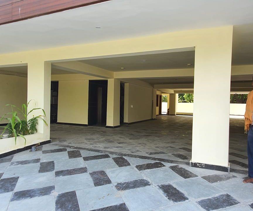 Builder Floor in Palam Vihar parking area