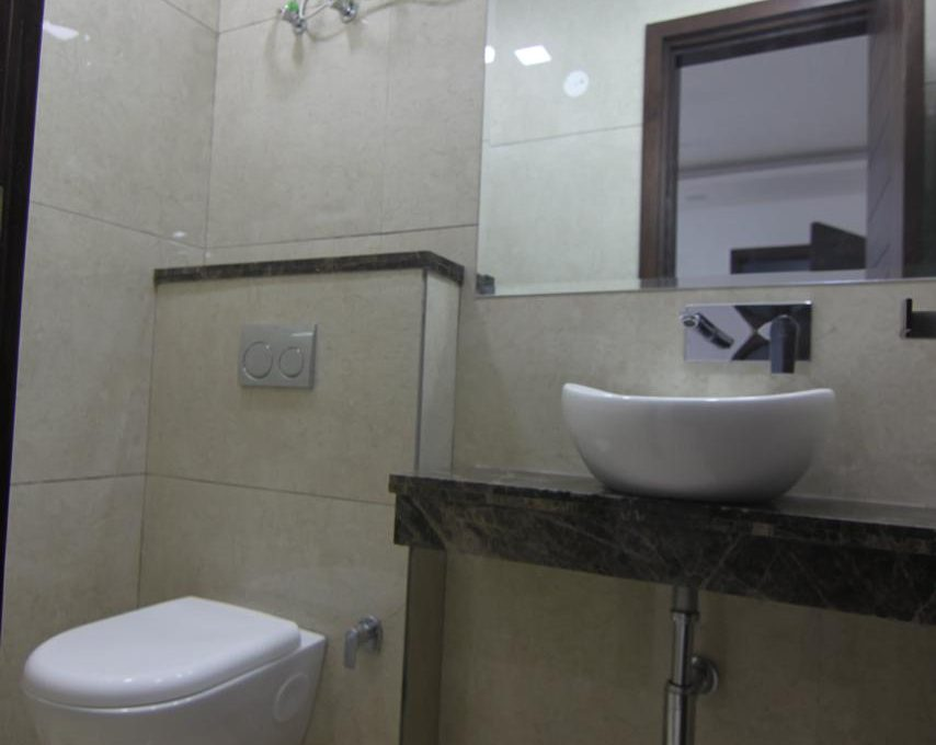 Ready to Move in 3 BHK Builder Floor in Sector 56, Gurgaon Bathroom