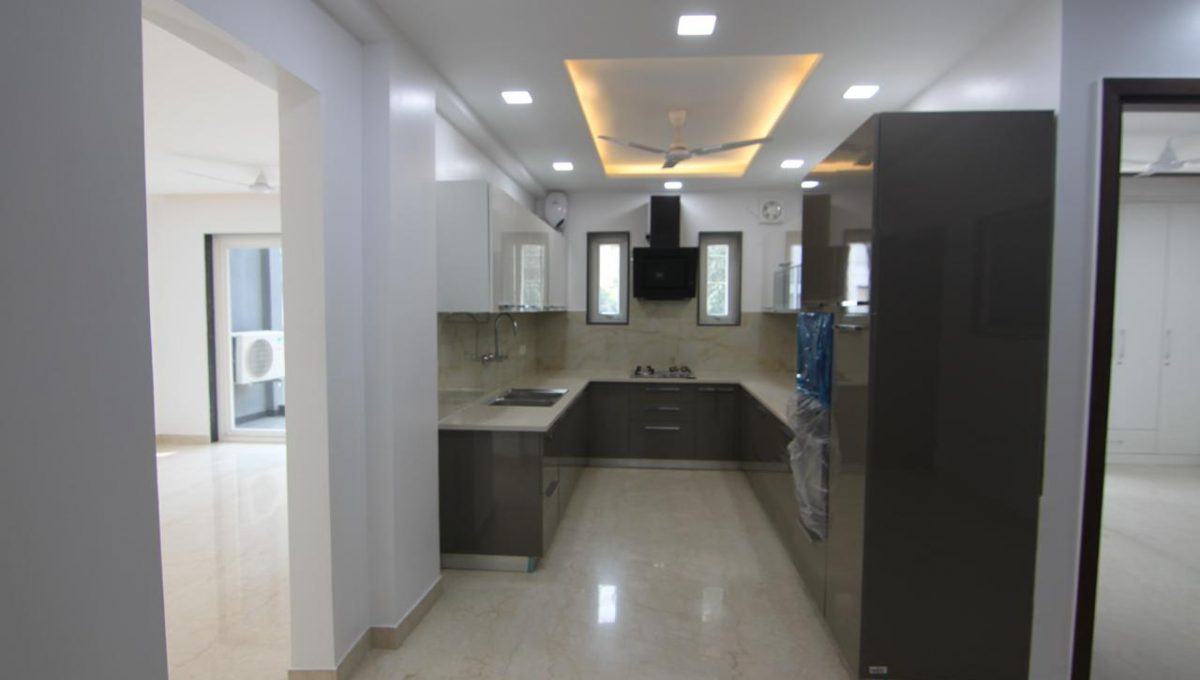 Ready to Move in 3 BHK Builder Floor in Sector 56, Gurgaon Kitchen