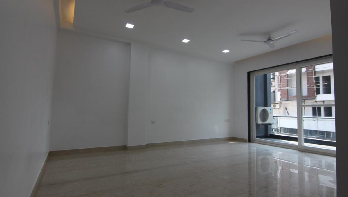 Ready to Move in 3 BHK Builder Floor in Sector 56, Gurgaon Living Area