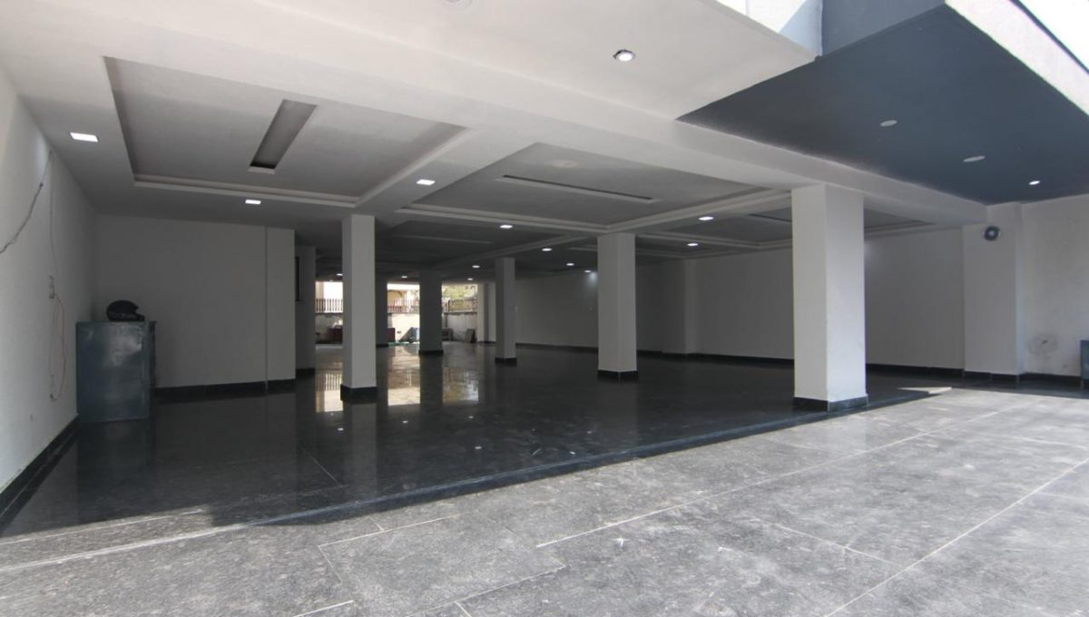 Ready to Move in 3 BHK Builder Floor in Sector 56, Gurgaon Parking Area
